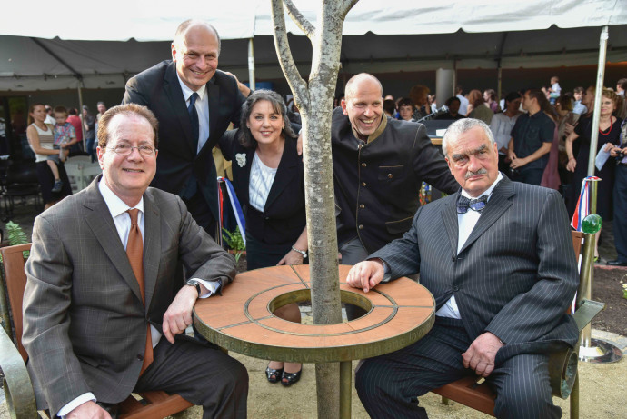 Dedication of Havel's Place: Barry Glassner, president of Lewis & Clark; Petr Gandalovic...
