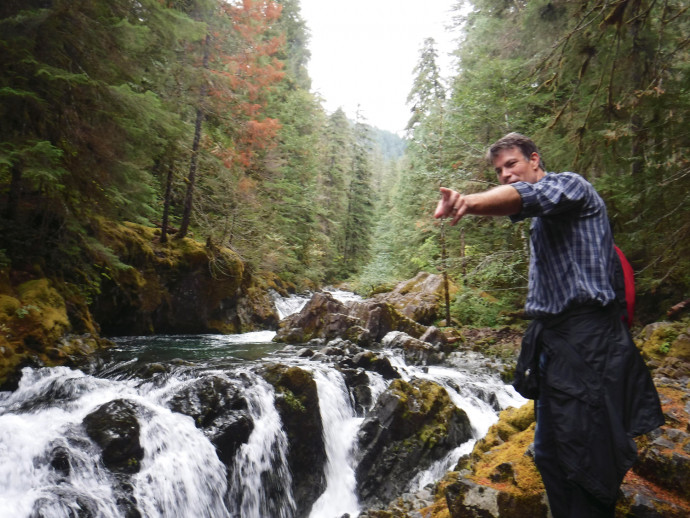 Matt Johnson, associate professor of art history, led a historical photography hike near Opal Creek. (College Outdoors)