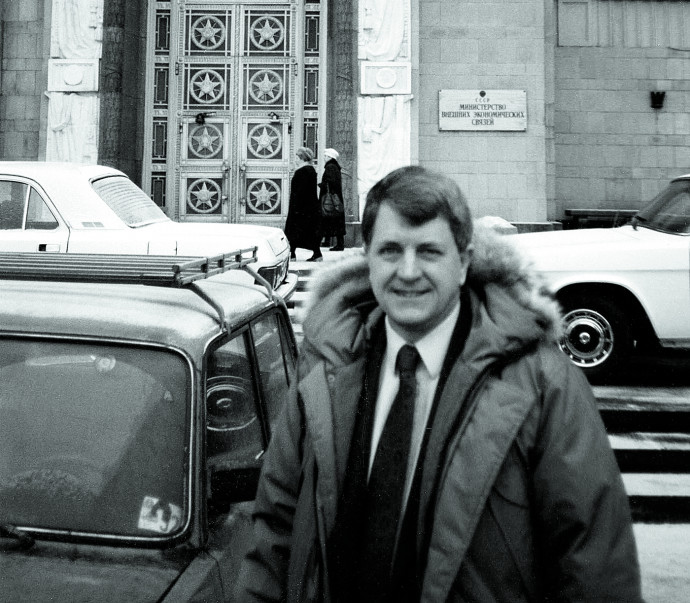 Thomas Neff in front of the Soviet Ministry of Foreign Affairs in December 1991, just a week before the breakup of the U.S.S.R.