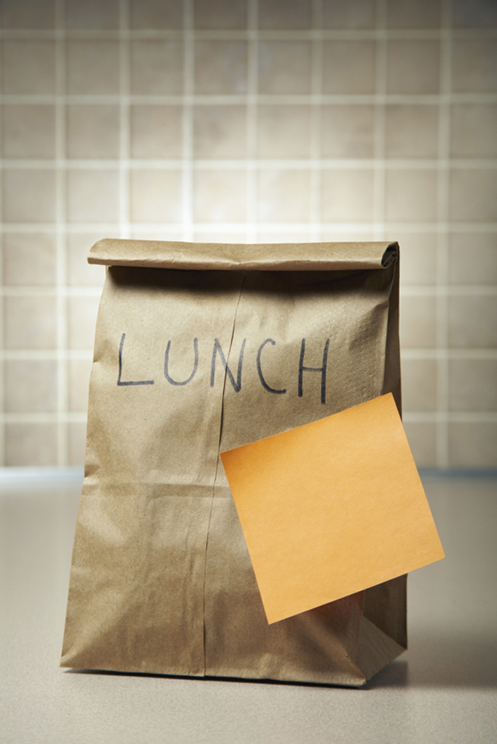 Adhesive paper reminder on a lunch bag